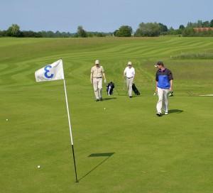Rødvig Kro & Badehotel samt golf på Vallø Golfcenters 18 hullers golfbaner.